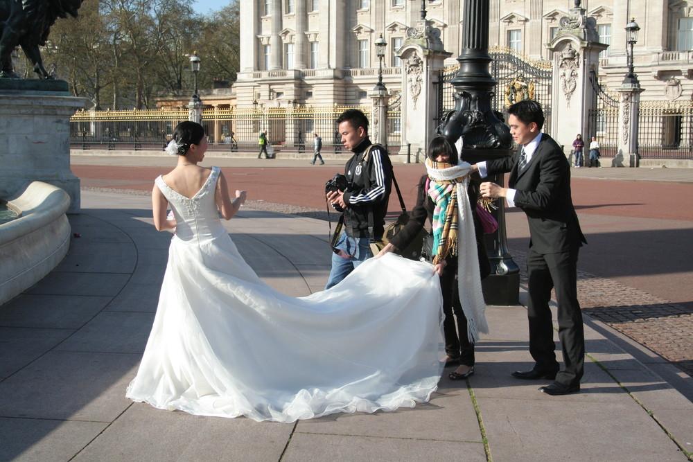 Die Vorbereitung für das Hochzeitsfoto ;-)