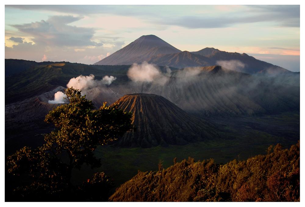 Die Vulkane Indonesiens werden sich das Rauchen wohl nie abgewöhnen ... Vulkanlandschaft auf Java