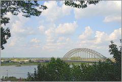 Die Waalbrücke zu Nimwegen