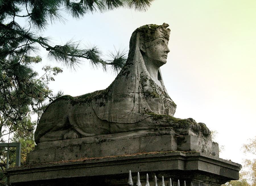 Die Wächterin des Friedhofs