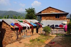 Die Wäsche wird in Bungkot schnell trocken