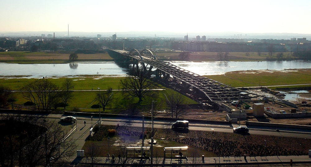 Die Waldschlösschenbrücke im Januar 2012