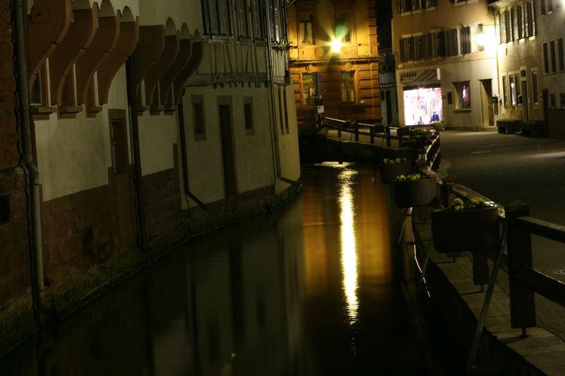 Die Wassergasse bei Nacht