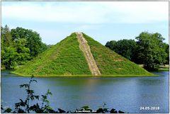 Die Wasserpyramide  bei rubbeliger See  ..