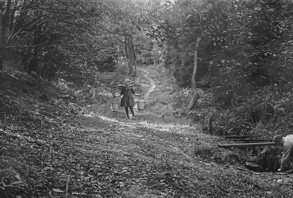 Die Wasserträgerin. ( Solingen 1926 )...120_2796