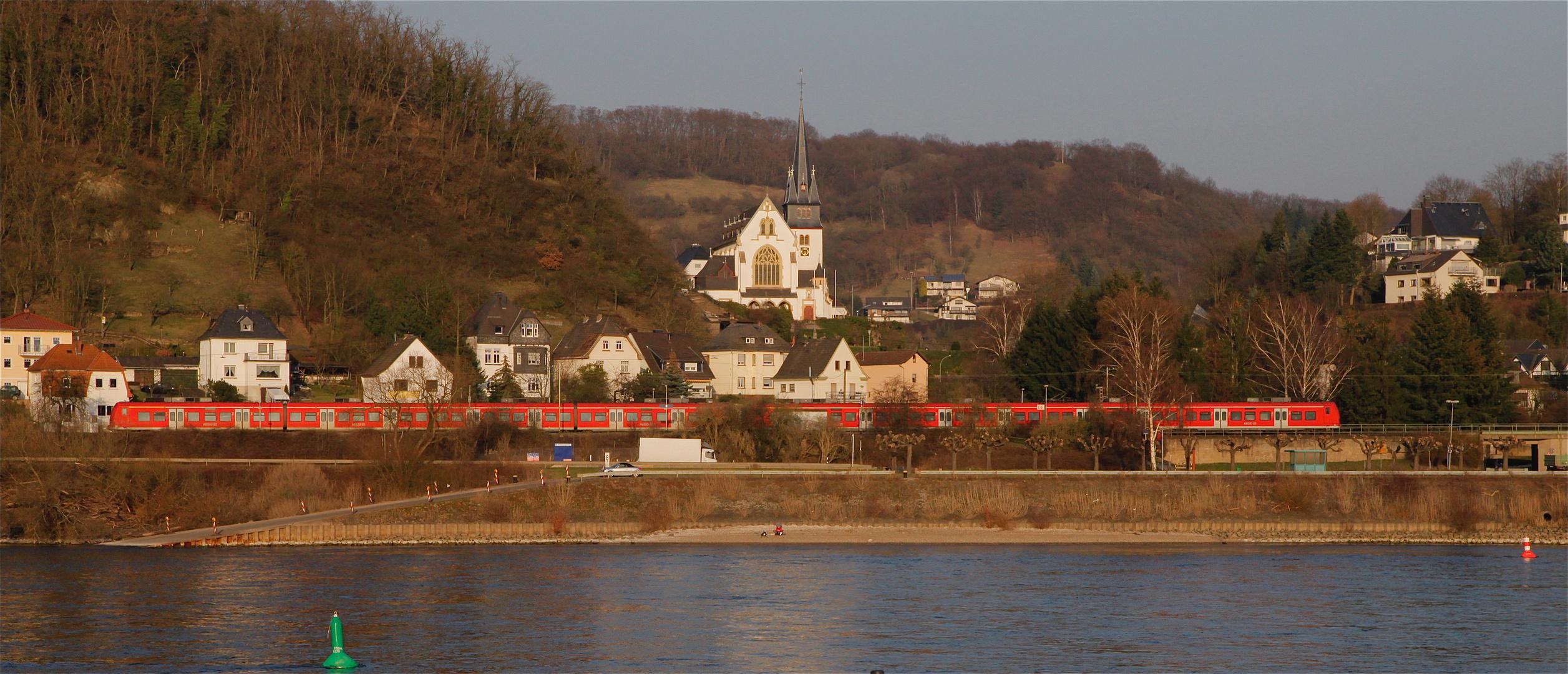 Die weiße Kirche am Rhein