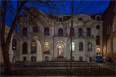 Die weisse Villa Aschersleben von der Strassenansicht