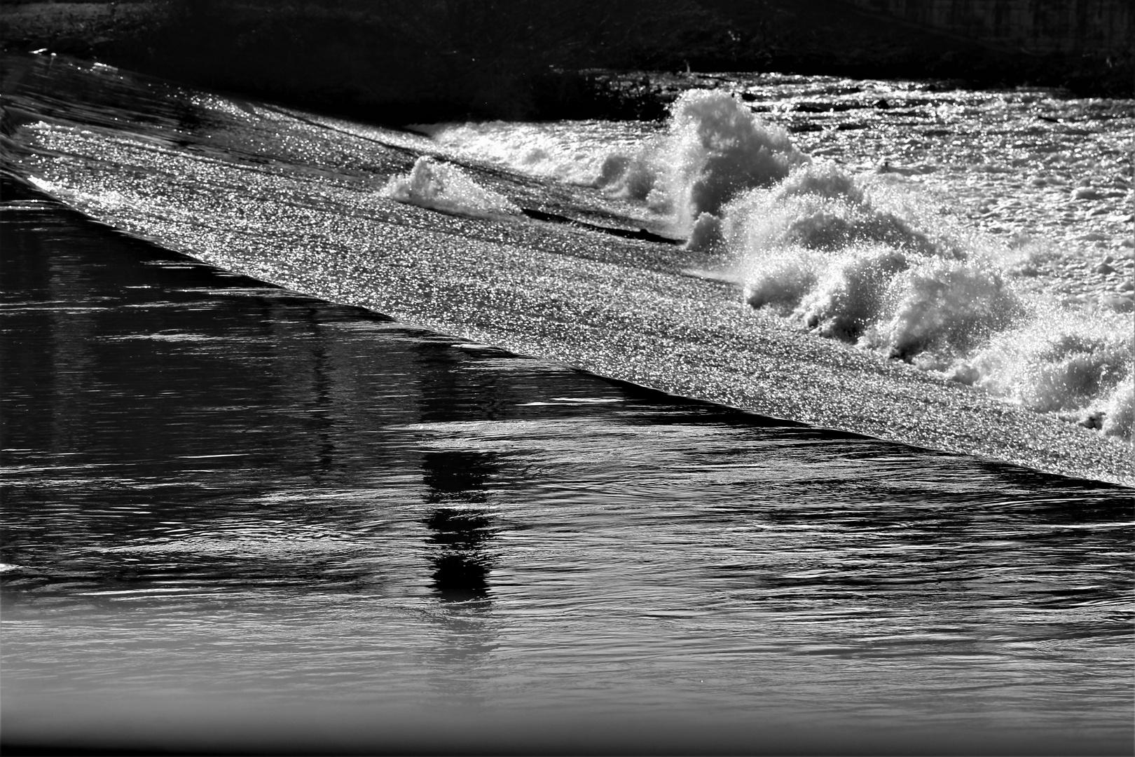 Die Wellen kommen und ziehen sich wieder zurück
