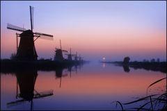 Die Windmühlen vom Kinderdijk am frühen Morgen