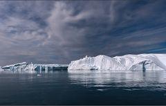 die wolken über den eisbergen