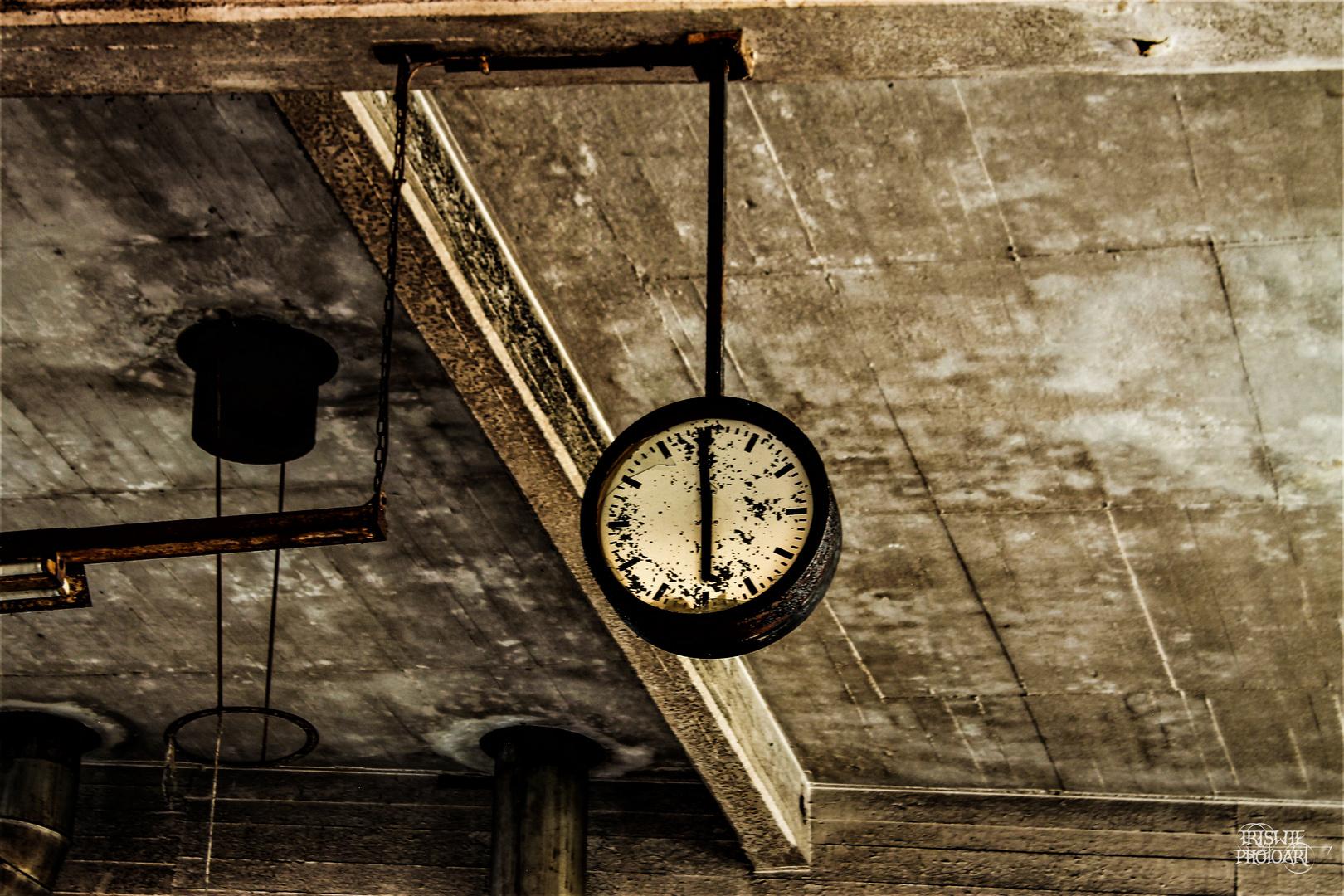 Die Zeit ist abgelaufen . Foto & Bild | spezial, marode
