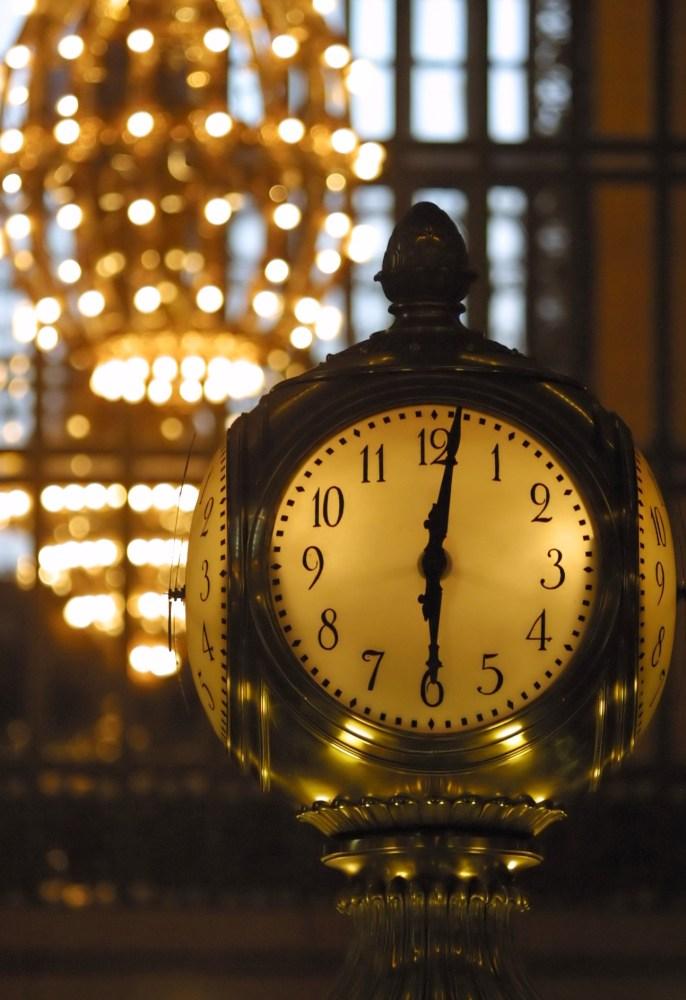 """Die zentrale Uhr in der """"Grand Central Station"""" in Manhattan"""