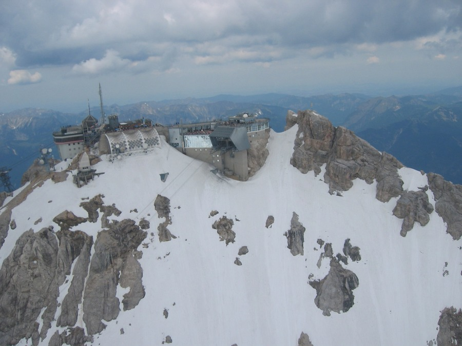 Die Zugspitze aus der Sicht eines Hubschraubers