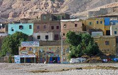 Diese liebevoll angemalten Häuser auf der Westbank von Luxor schaut man immer wieder gerne an.