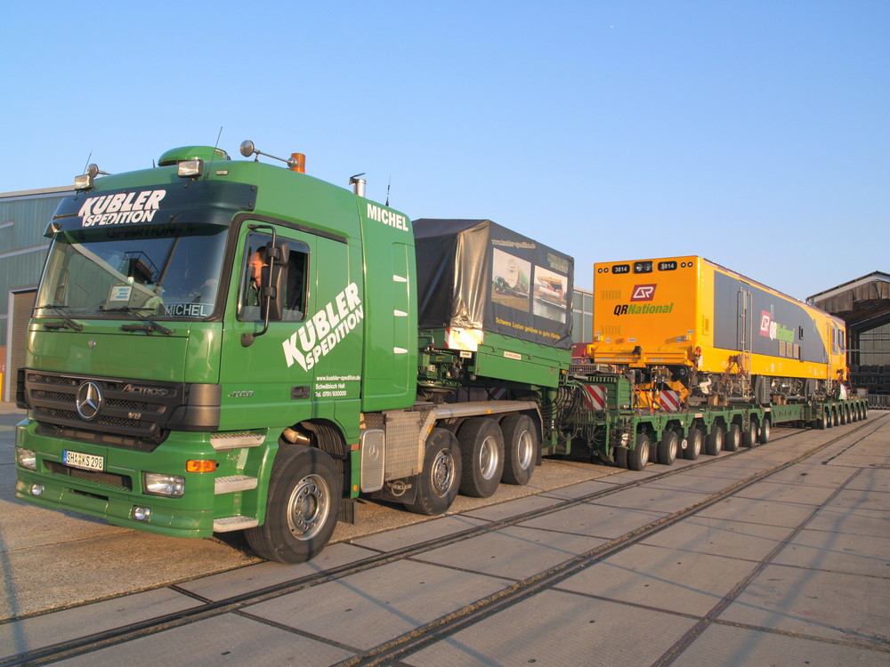 Diesellok für Queensland Railroad national gebaut bei Siemens transportiert von Kübler