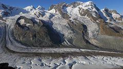 Dieser klassische  Gletscherblick vom Gornergrat in Zermatt ist von mir neubearbeitet...