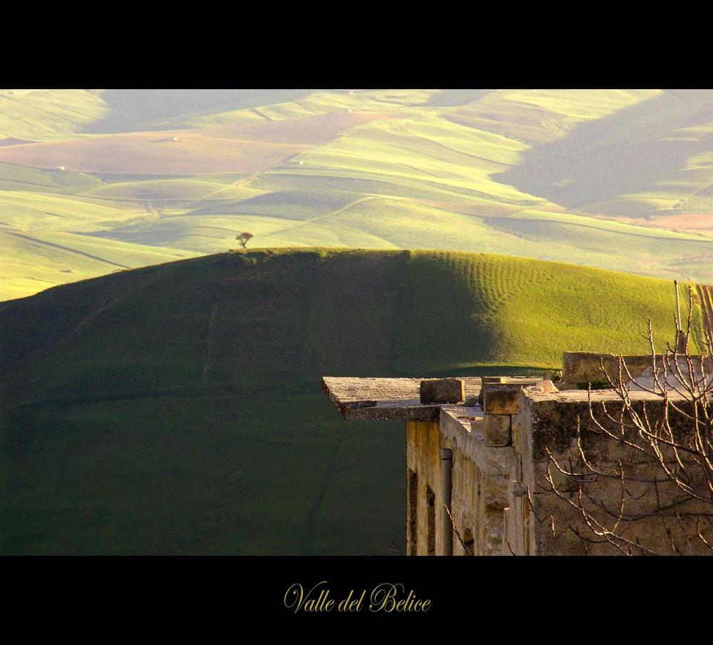 ...dietro la collina