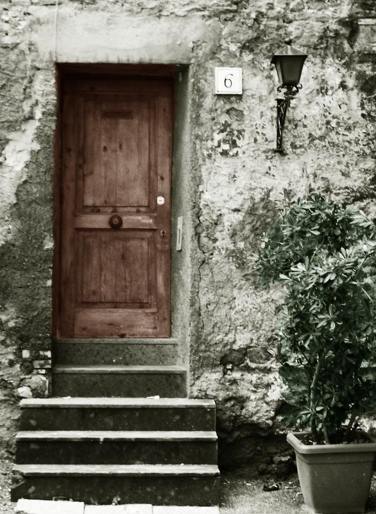Dietro quella porta...
