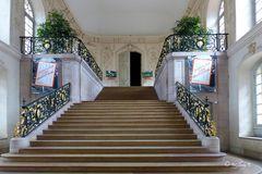 Dijo - Herzoglicher Palast - Treppenaufgang in das Gebäude