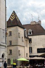 Dijon - ein gemütliches Café zwischen historische Gebäuden