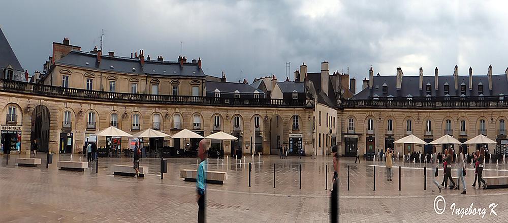 Dijon - Kolonaden am Place de la Libération - Panoramaaufnahme mit Kameraprogramm