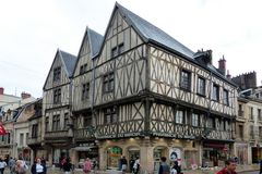 Dijon - Zentrum - teils sind noch alte Fachwerkhäuser erhalten