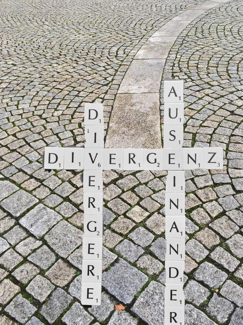 *Divergenz*