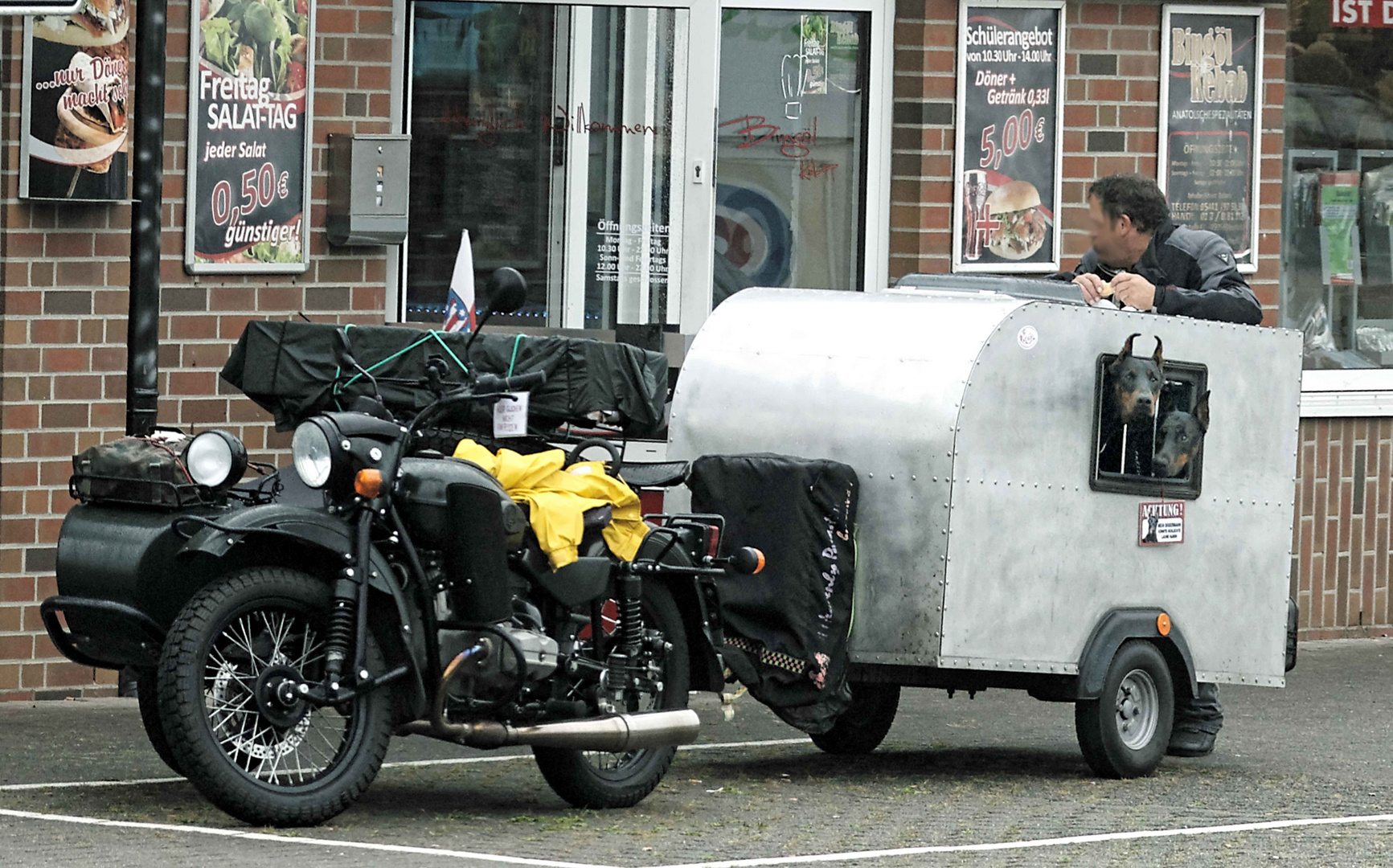 dobermann wohnwagen foto bild hunde motorrad. Black Bedroom Furniture Sets. Home Design Ideas