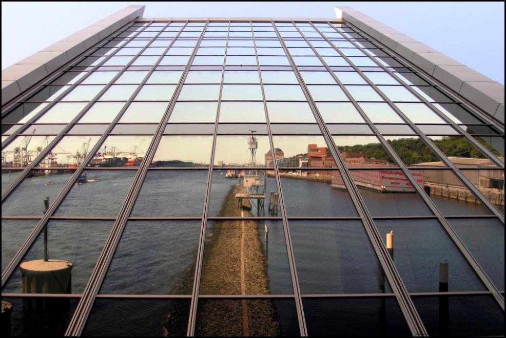Dockland-Blick elbabwärts