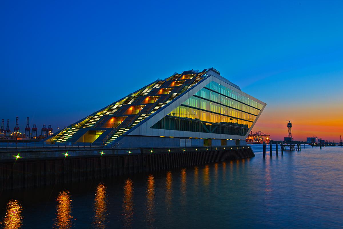 Dockland in der blauen Stunde