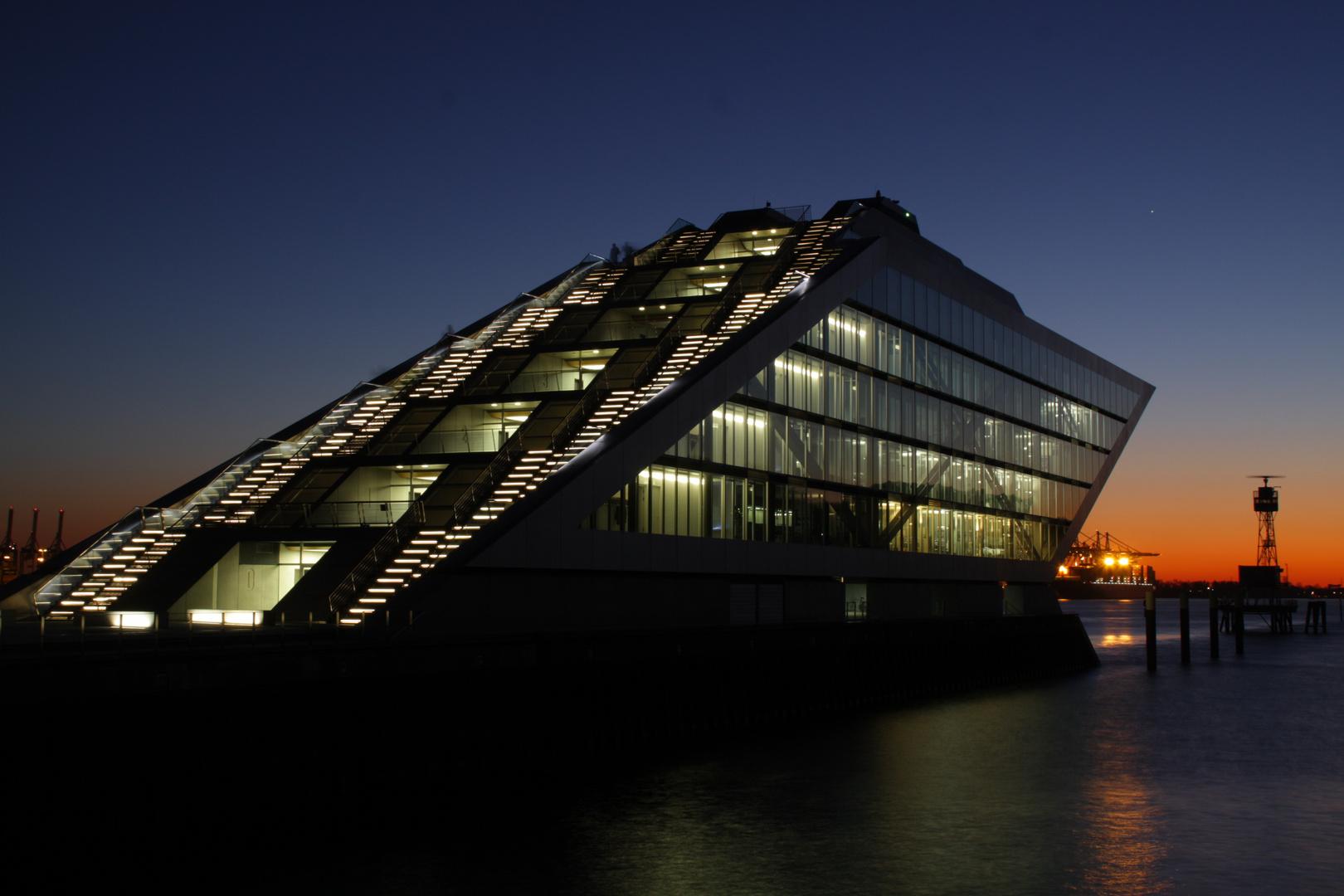 Dockland in hamburg altona foto bild architektur architektur bei nacht wasser bilder auf - Architektur hamburg ...