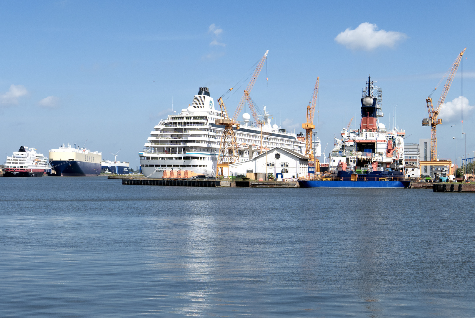 ... docks ...