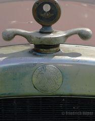 Dodge Kühlerfigur