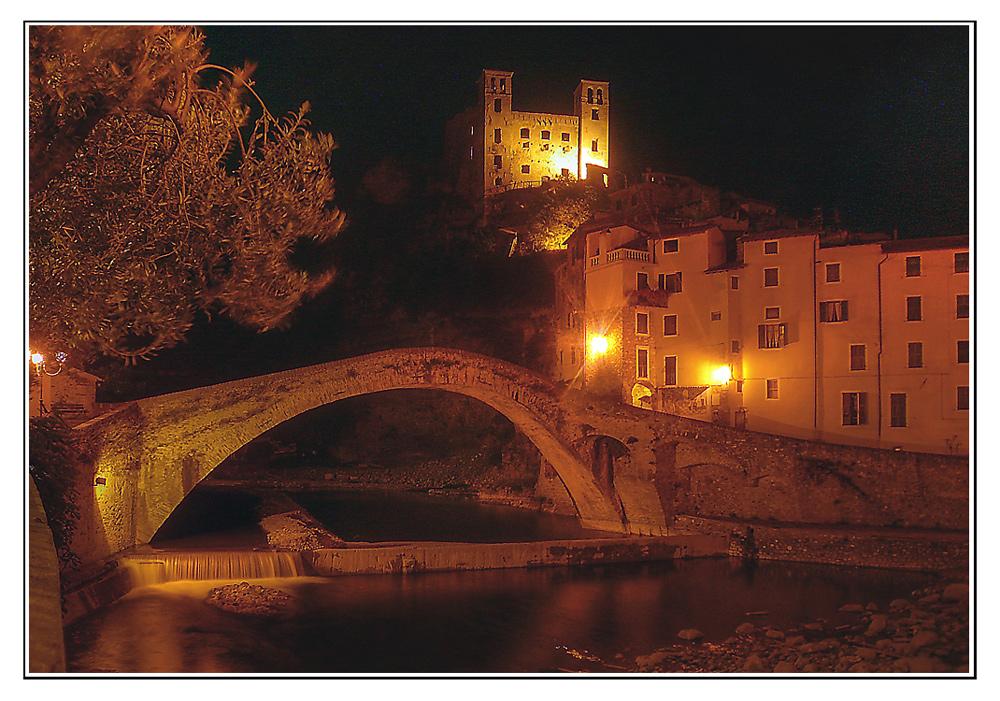 Dolceaqua bei Nacht