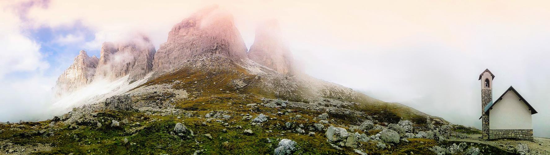 Dolomiten im Nebel