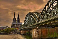 Dom mit Hohenzollernbrücke - HDR