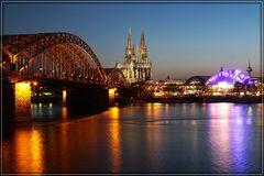 Dom mit Hohenzollernbrücke und Musicalzelt