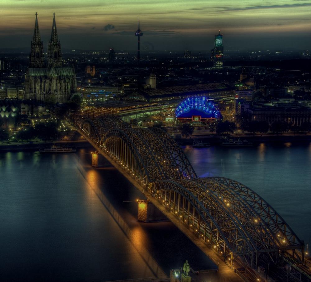 --- Dom und Hohenzollernbrücke ---