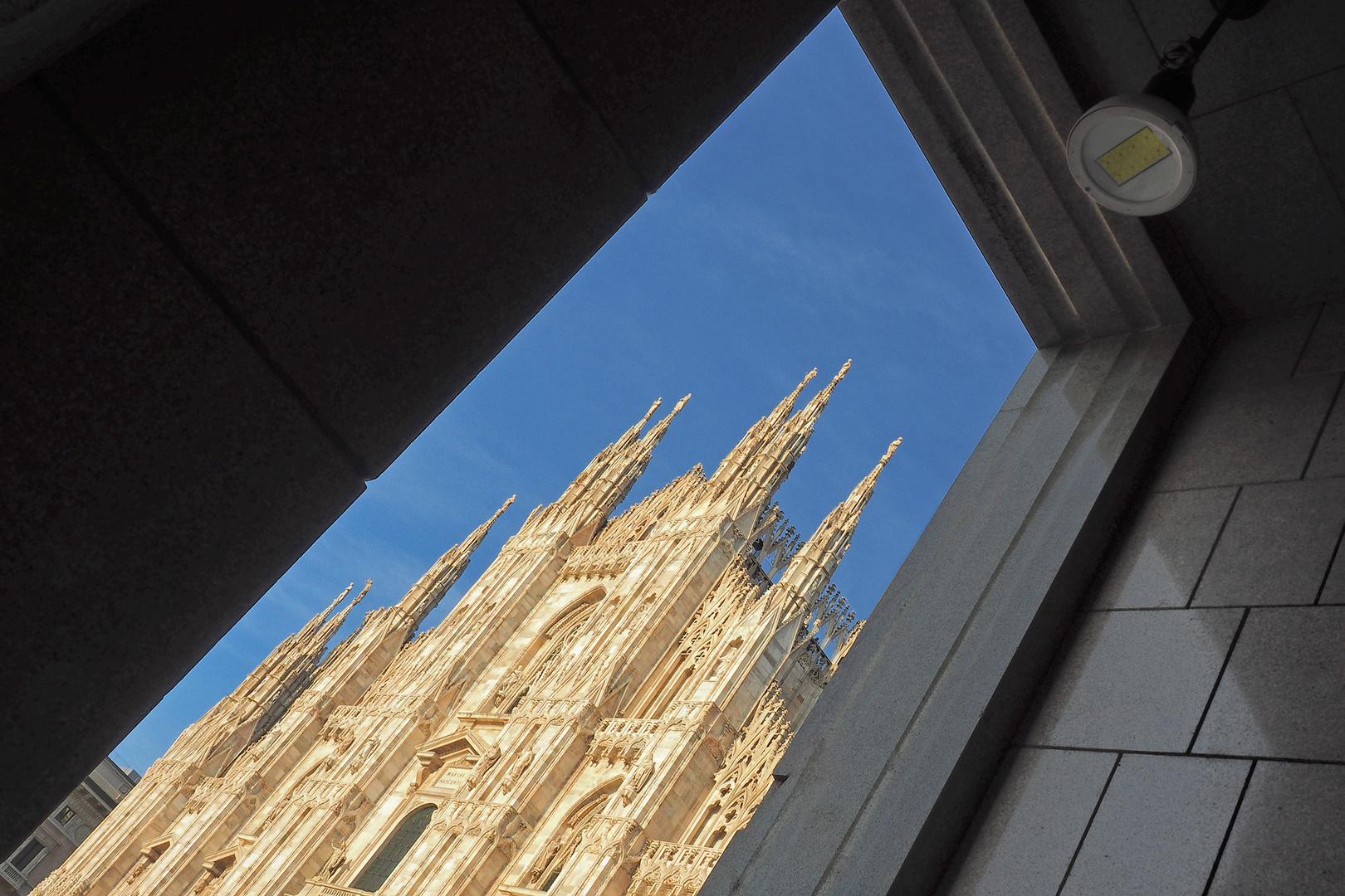 Dom von Milano aus einer speziellen Perspektive aufgenommen.