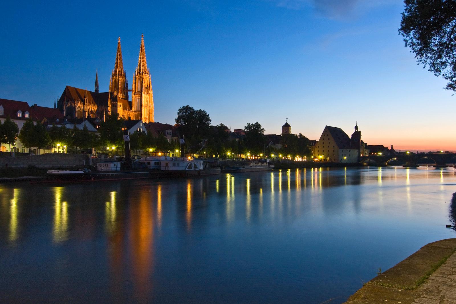 Dom zu Regensburg nach Sonnenuntergang
