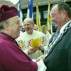 """""""Don Camillo und Peppone"""" oder """"... der Bischof und der Bürgermeister ..."""""""