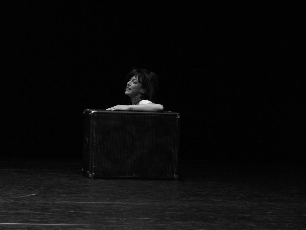 donna in valigia