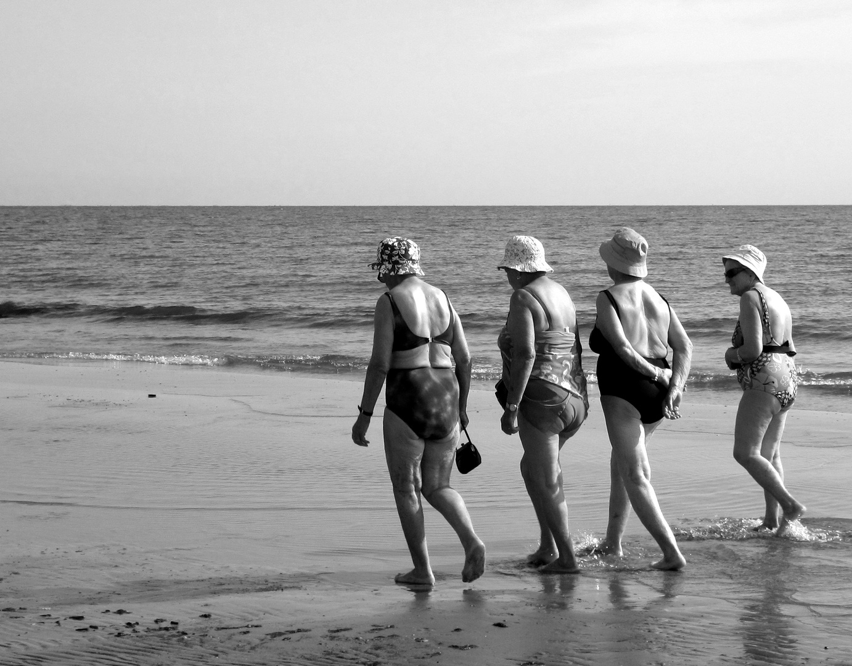Donne al mare foto immagini noi e il mare soggetti for B b budoni al mare
