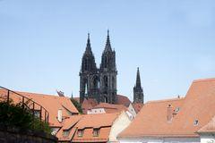 Doppelturm des Dom zu Meißen über den Dächern der Stadt