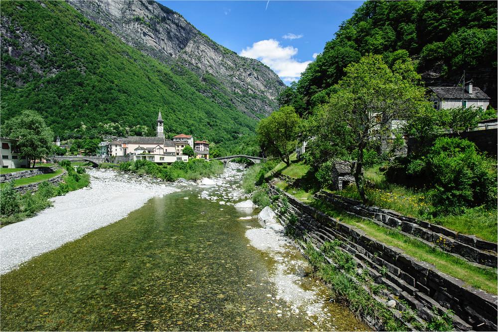 Dorf an der Maggia