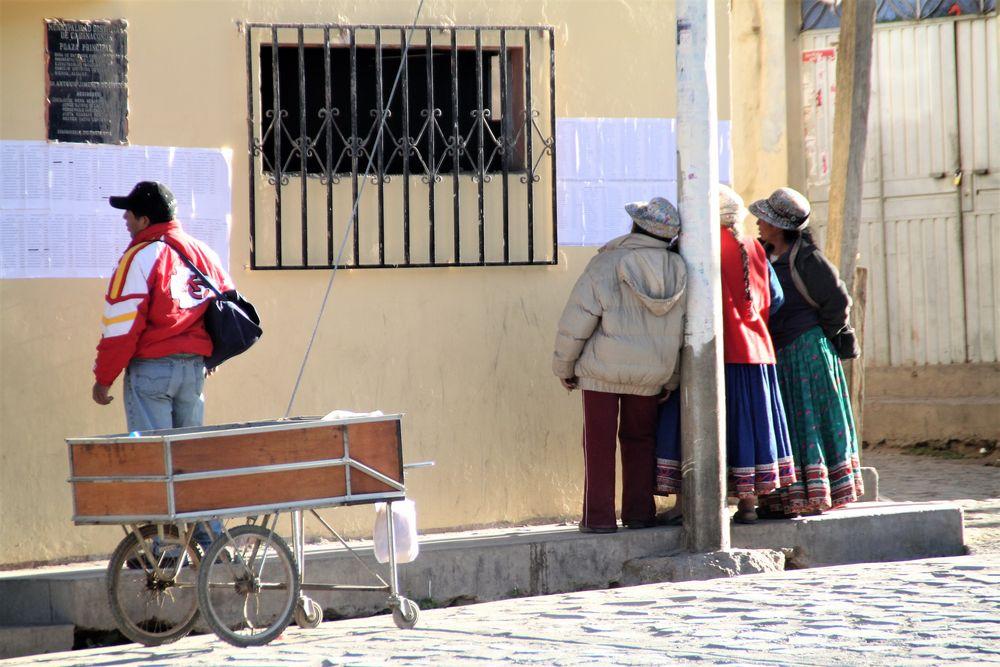 Dorfplatz(3)  Peru ca-21-009-col +Perufotos