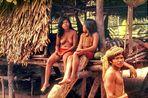 Dorftratsch am Amazonas