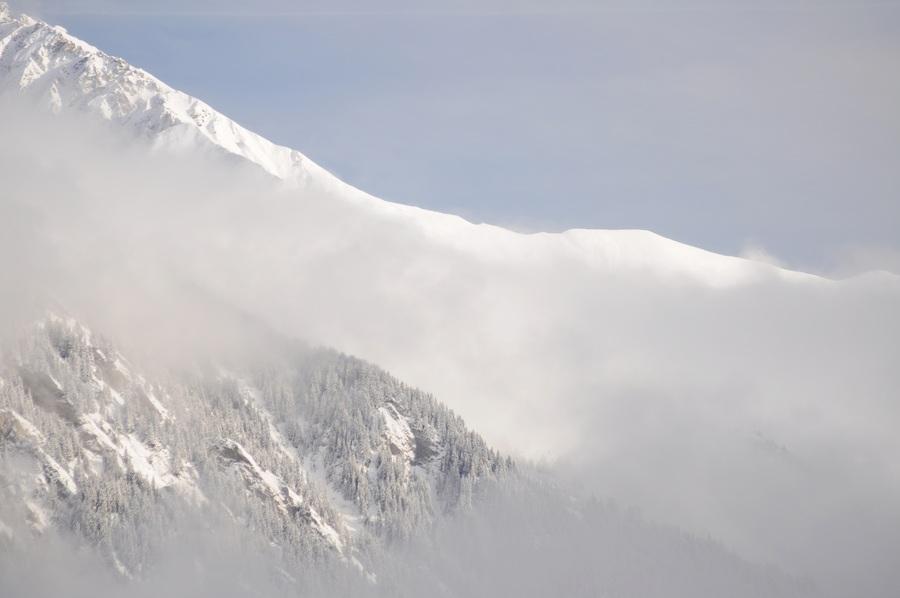 Dort, hinter diesem Berg …