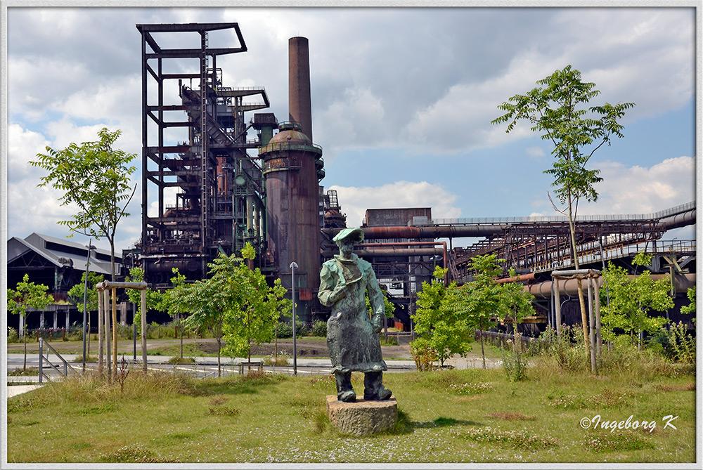 Dortmund - Hoesch Phoenix-Stahlwerk - Der Hüttenmann am Phoenix-Platz