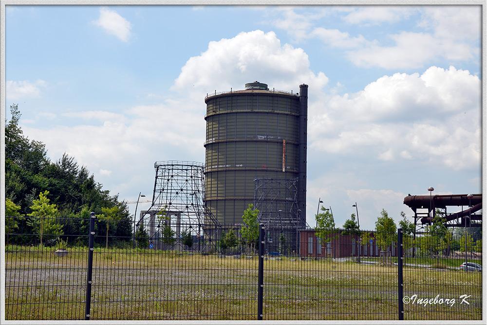 Dortmund - Hoesch Phoenix - WEST Gasometer und Kühlturm-Relikte